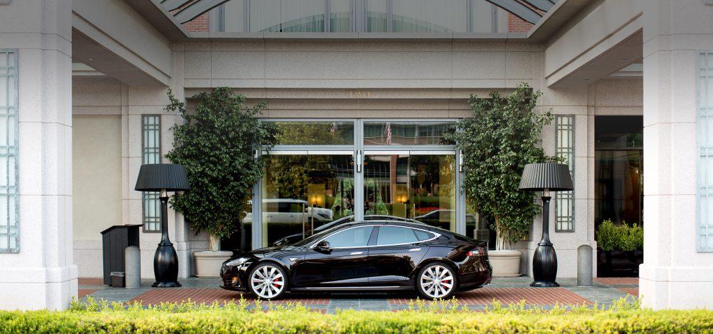 Célállomási töltőket telepített a Tesla Európába