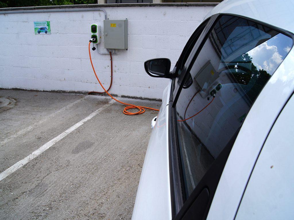 11 kW-os villanyautó töltő Pécs belvárosába