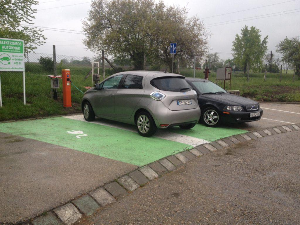 Elektromos autó töltő Felcsúton