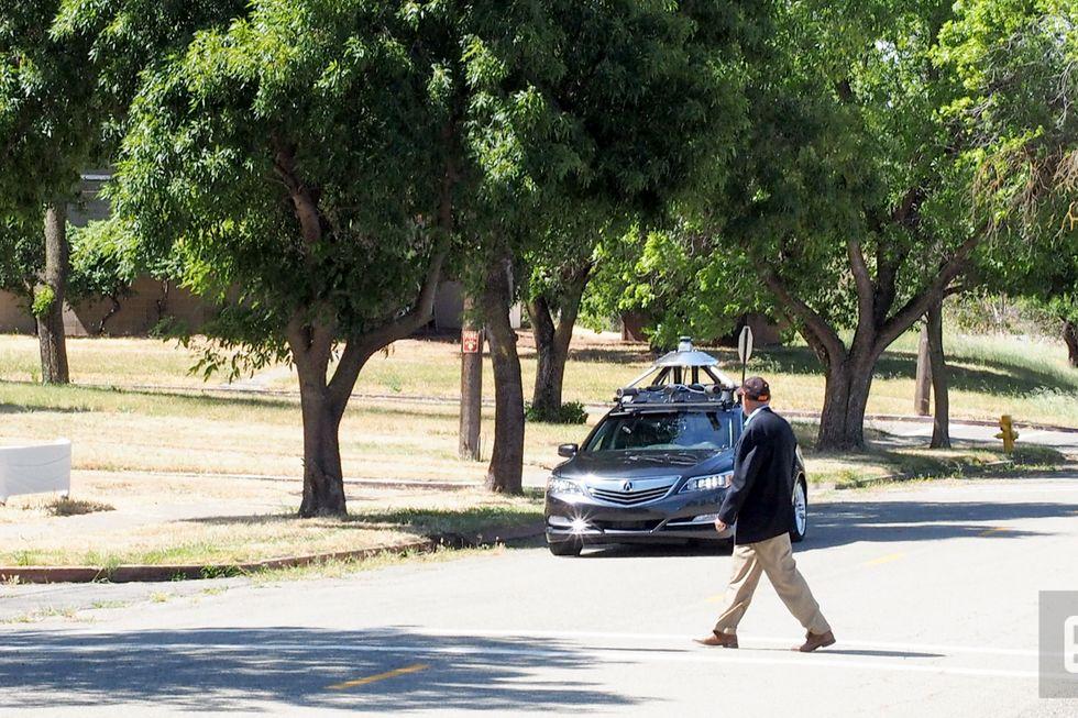 Honda önvezető autó teszt a kaliforniai Concord egy elhagyott városrészében. (fotó: engadget)