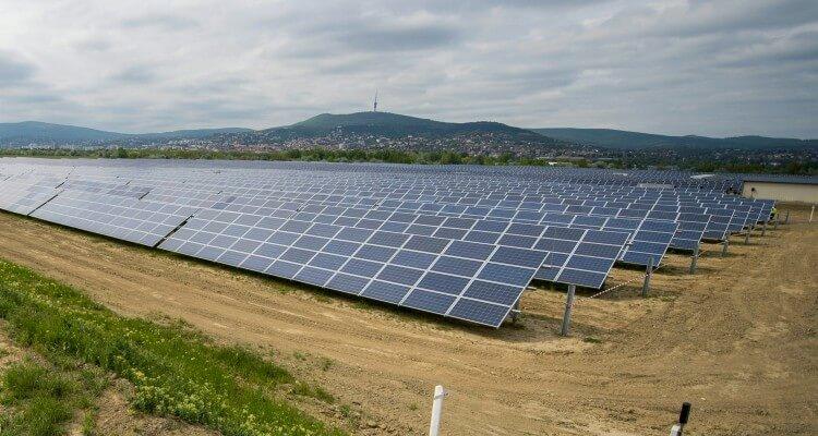 Pécsi naperőmű (fotó: MTI)