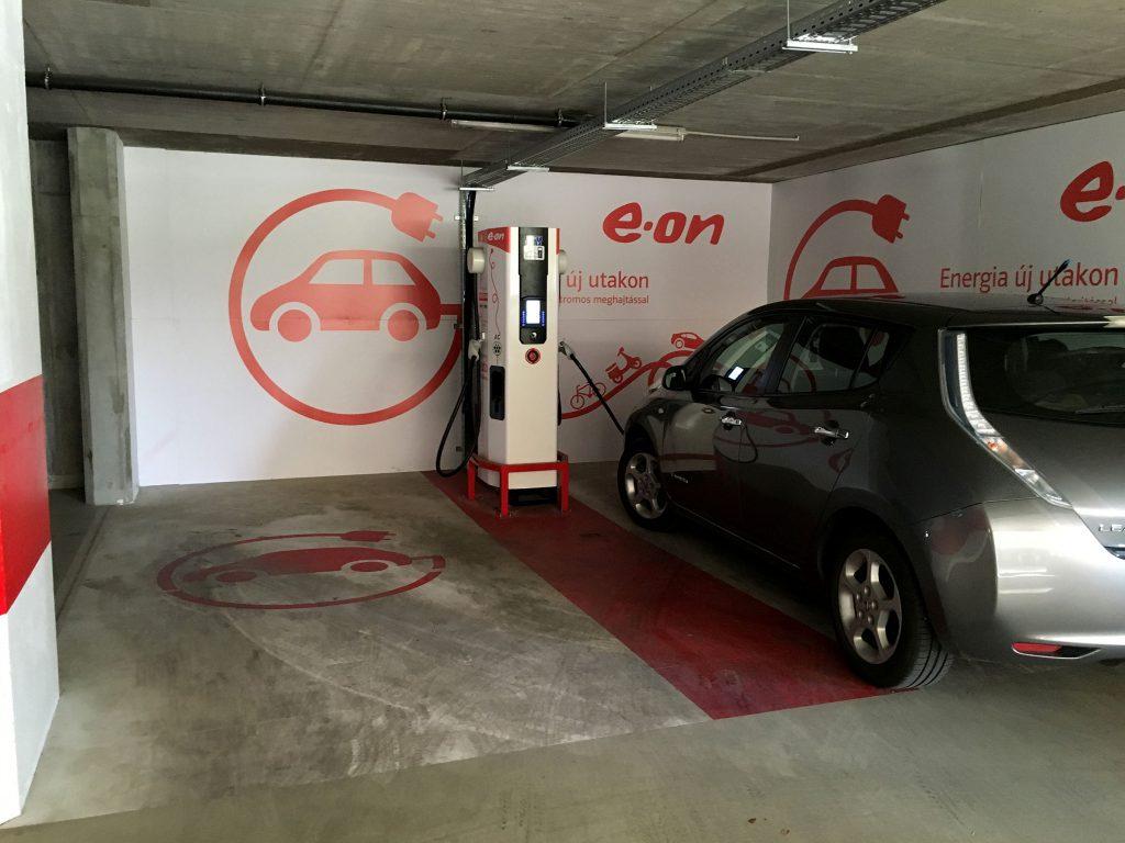 Győr, Révai parkolóház a DBT Chademo töltővel