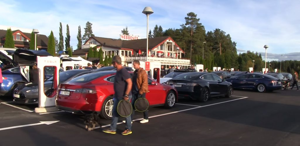 Tesla Supercharger megnyitó Nebbenesben (forrás: Bjorn)