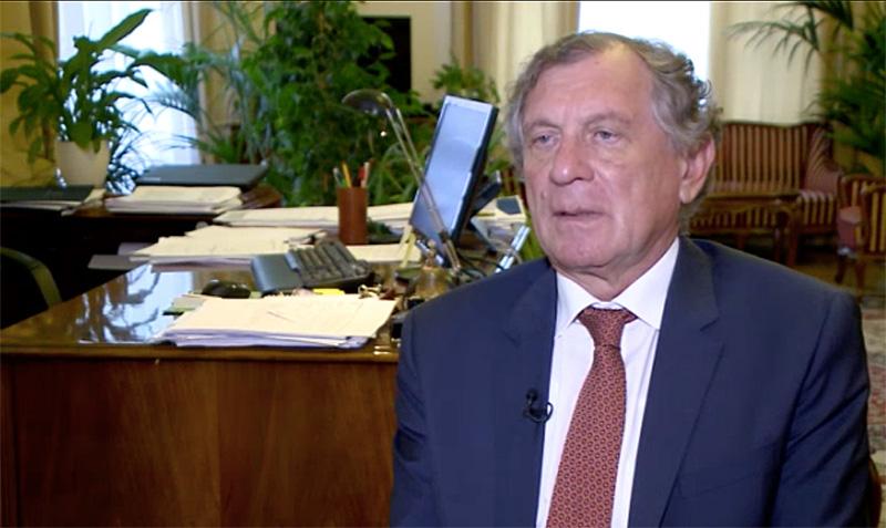 Lepsényi István államtitkár nyilatkozik a Házon kívül riporterének (forrás: RTL Klub)