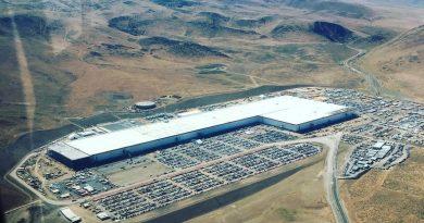 Így épül a Tesla Gigafactory