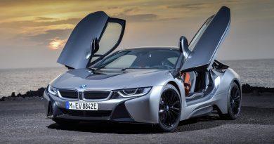 Tisztán elektromossá válhat a BMW hibrid sportautója