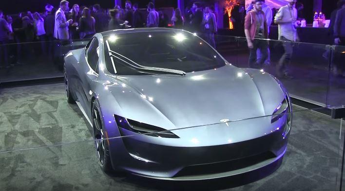 Ezüstben is gyönyörű az új Tesla Roadster - Villanyautósok