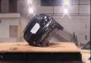 Mennyire könnyen borul fel a Tesla Model X?