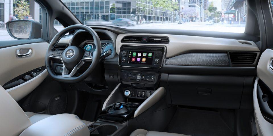 Nissan_leaf_interior.jpg