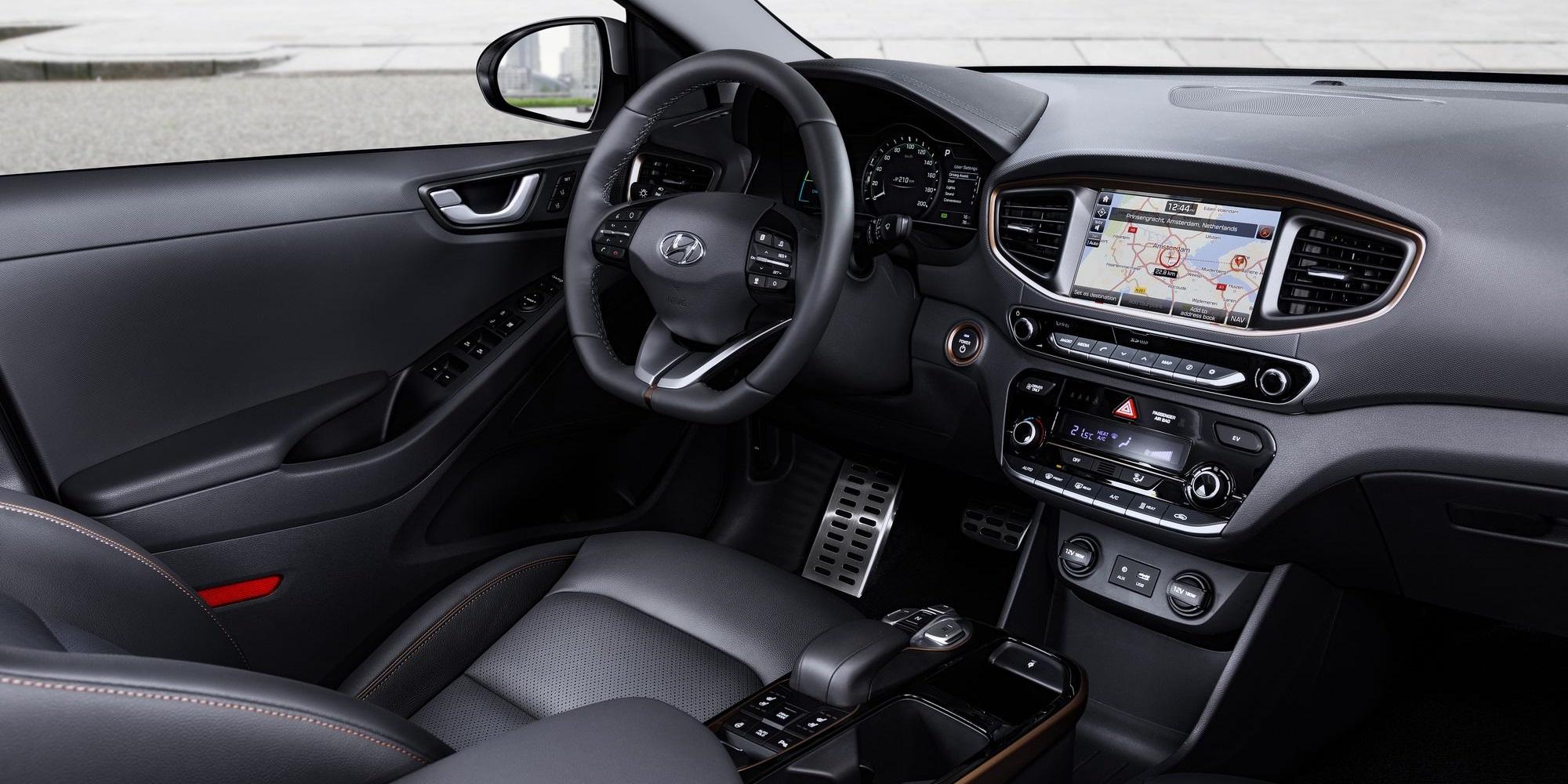 Hyundai_ionic_electric_interior