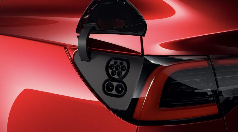 Hivatalos: CCS Combo-val érkezik a Tesla Model 3