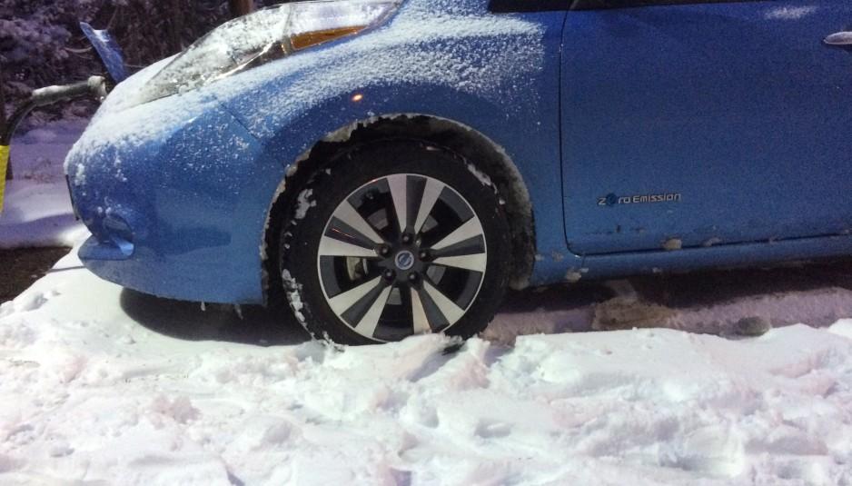 Nissan_leaf_winter_tyre_transportevolved.com
