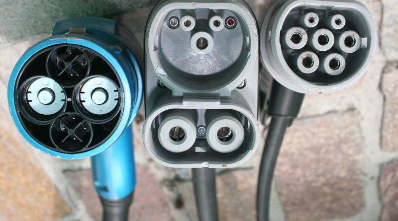https://en.wikipedia.org/wiki/File:Chademo-combo2-iec-type-2-connectors-side-by-side.jpg
