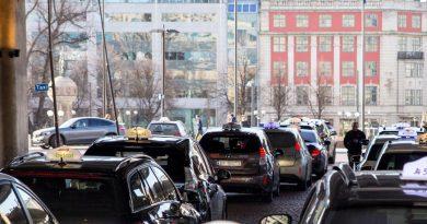 Saját indukciós töltőhálózatot kapnak az osloi taxik