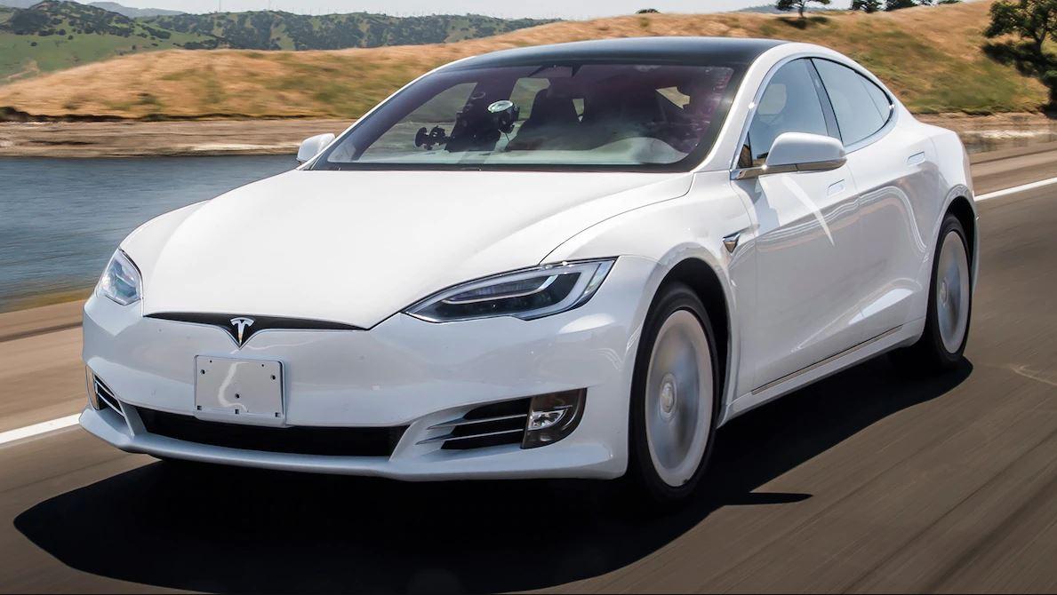 600km egy feltöltéssel - ez az új Model S