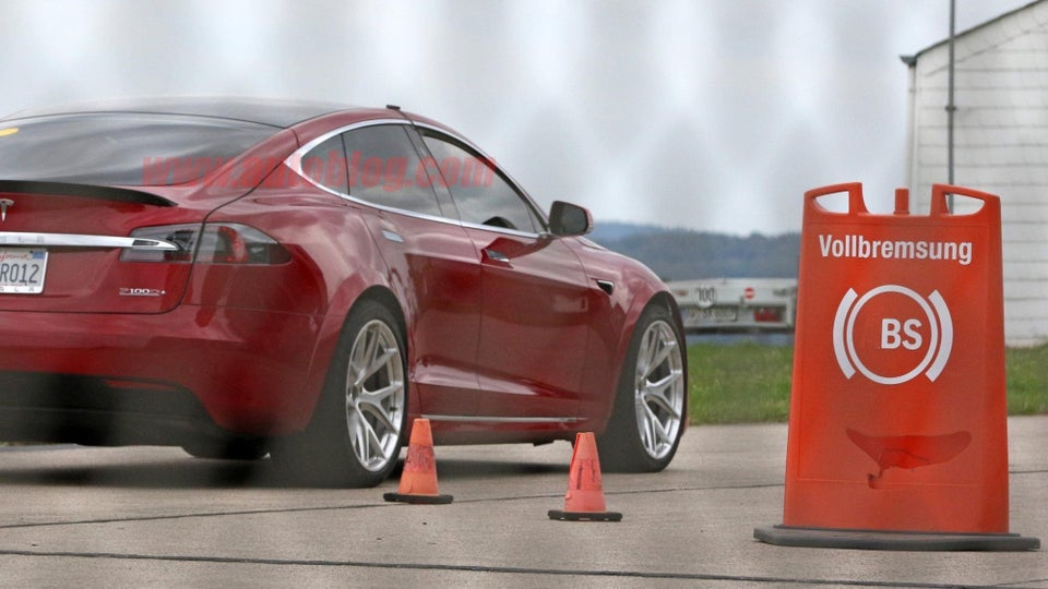 A következő generációs Model S prototípusa. Forrás: CarPix