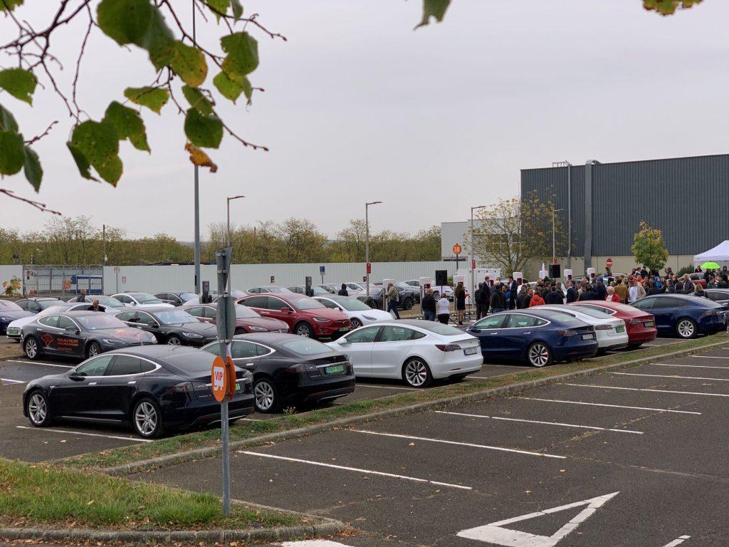 Két új Tesla Supercharger állomás nyílt Budapest közelében