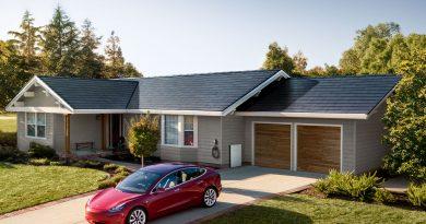 Még idén Európába jön a Tesla napelemes cserepe