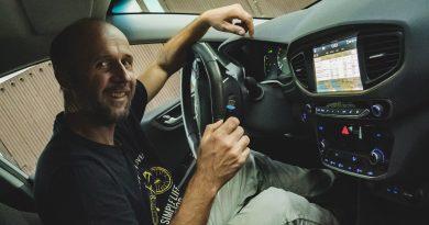 Szegény ember Teslája – Hyundai Ioniq Androidos fejegység okosítása