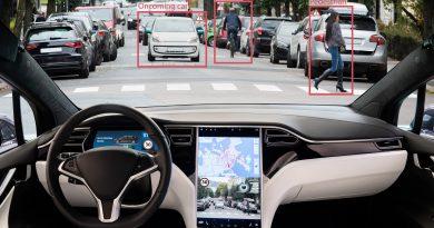 A Tesla a kötelező visszahívásból is pénzt csinál