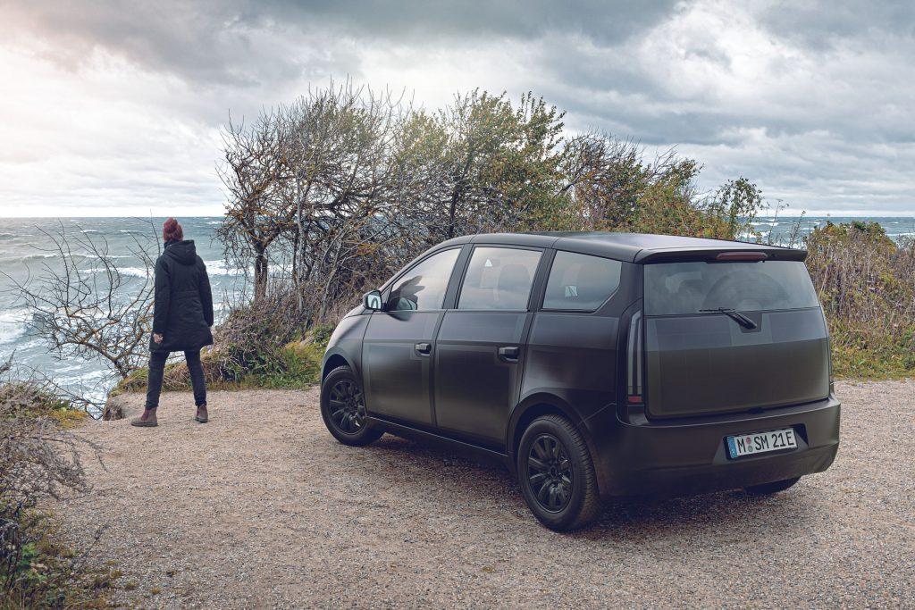 Leleplezték a Sono Sion napelemes autót