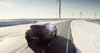 Heteken belül bemutatják a teltebb Porsche Taycant