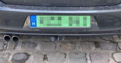 Kezdődik a PHEV-ek ingyenes parkolásának megvonása