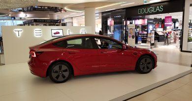Van képünk hozzá: ez a budapesti Tesla szalon