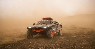 Homokviharban edzi terepjáróját az Audi