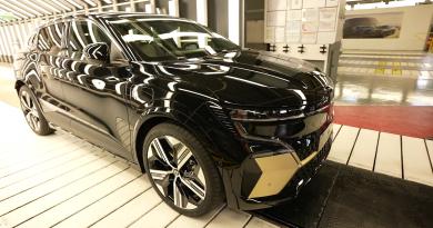 Elkezdődött a Renault gyárának átalakítása elektromos autókhoz