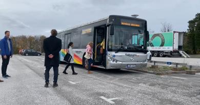Már utasokat is szállít a busz, ami az aszfaltból kapja az energiát